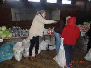 36395650_872533686288901_1085754559764103168_n-1-300x225 Mais uma distribuição de alimentos do Programa de Aquisição de Alimentos (PAA)