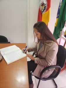 WhatsApp-Image-2019-06-03-at-09.42.08-225x300 Servidores Aprovados no Concurso tomam posse e são recepcionados pelo Prefeito.